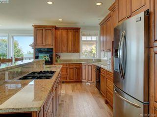 Photo 10: 7013 Beach View Crt in SAANICHTON: CS Island View House for sale (Central Saanich)  : MLS®# 818670