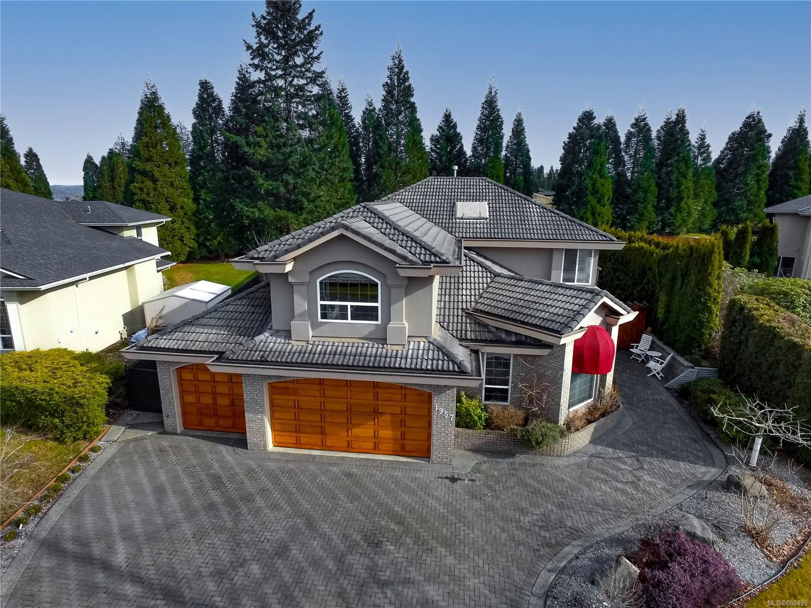 Main Photo: 1957 Pinehurst Pl in : CR Campbell River West House for sale (Campbell River)  : MLS®# 869499
