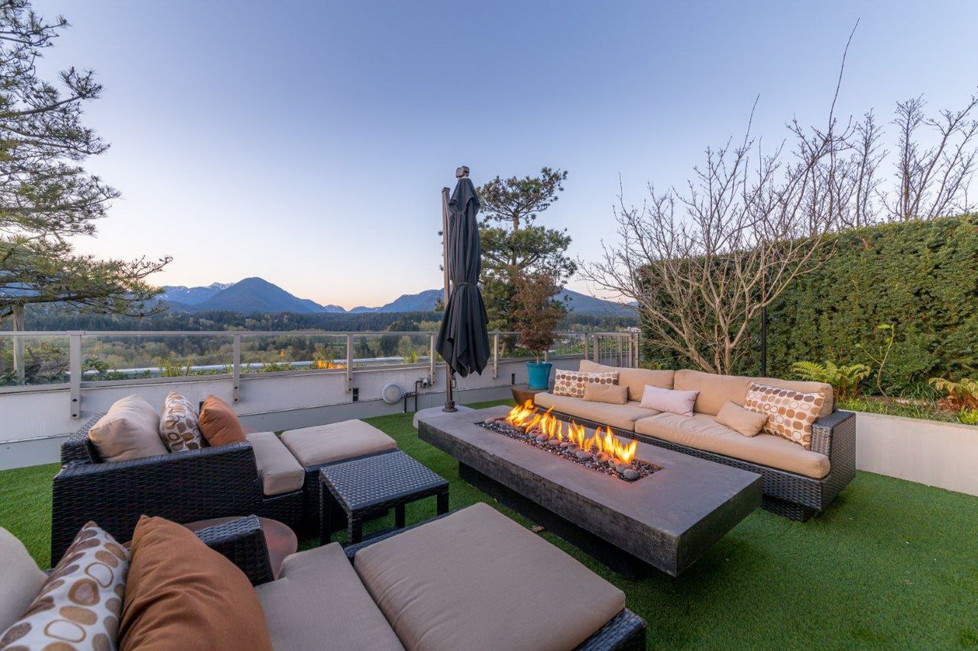 Main Photo: PH2504 1550 FERN STREET in North Vancouver: Lynnmour Condo for sale : MLS®# R2569044