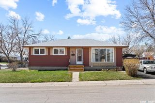 Main Photo: 30 Kendrick Place in Regina: Normanview West Residential for sale : MLS®# SK852672