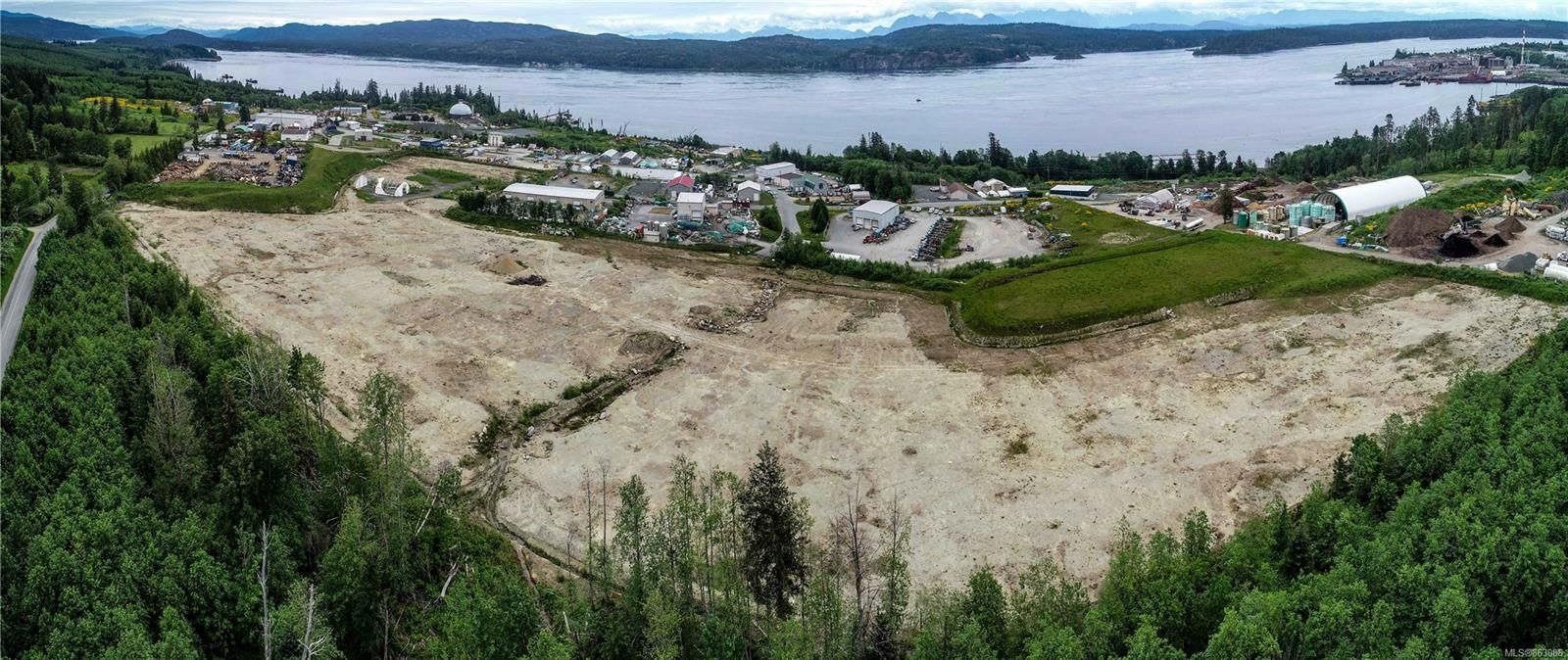 Photo 2: Photos: 4300 Midport Rd in : CR Campbell River North Business for sale (Campbell River)  : MLS®# 863086