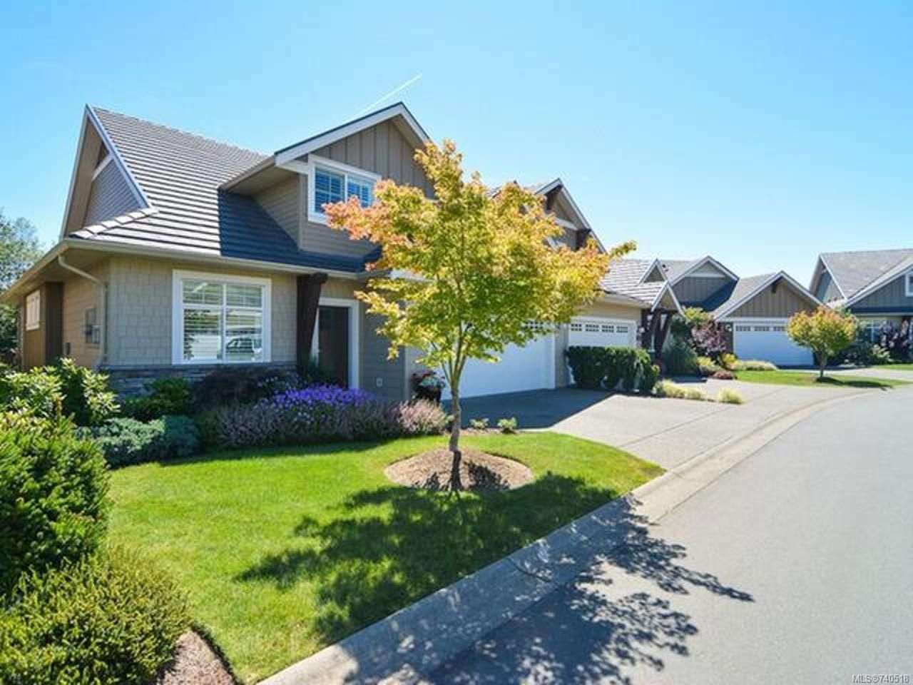 Main Photo: 105 1055 Crown Isle Dr in COURTENAY: CV Crown Isle Row/Townhouse for sale (Comox Valley)  : MLS®# 740518