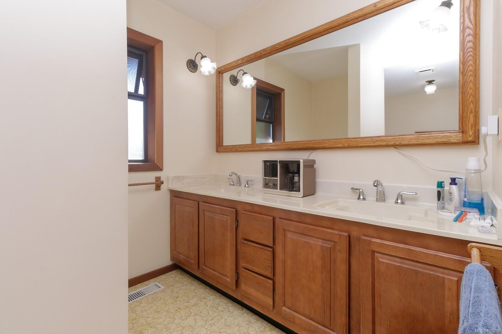 Photo 19: Photos: 4553 Blenkinsop Rd in : SE Blenkinsop House for sale (Saanich East)  : MLS®# 886090