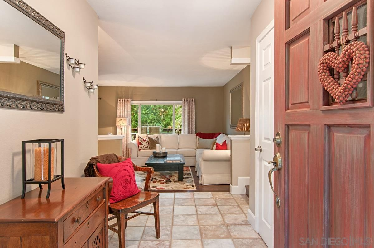 Main Photo: MOUNT HELIX House for sale : 4 bedrooms : 4326 Calavo Drive in La Mesa