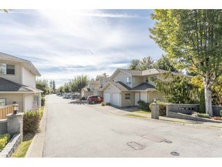 """Photo 2: 18 16016 82 Avenue in Surrey: Fleetwood Tynehead Townhouse for sale in """"Maple Court"""" : MLS®# R2497263"""
