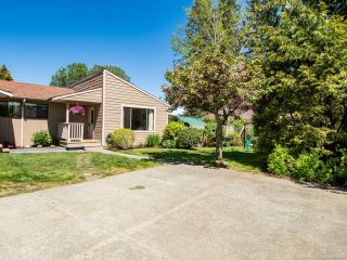 Photo 2: 2860B COUNTRY Close in CAMPBELL RIVER: CR Willow Point Half Duplex for sale (Campbell River)  : MLS®# 813934