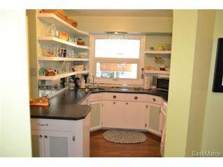 Photo 2: 2121 Clarence Avenue South in Saskatoon: Adelaide/Churchill Single Family Dwelling for sale (Saskatoon Area 02)  : MLS®# 514926