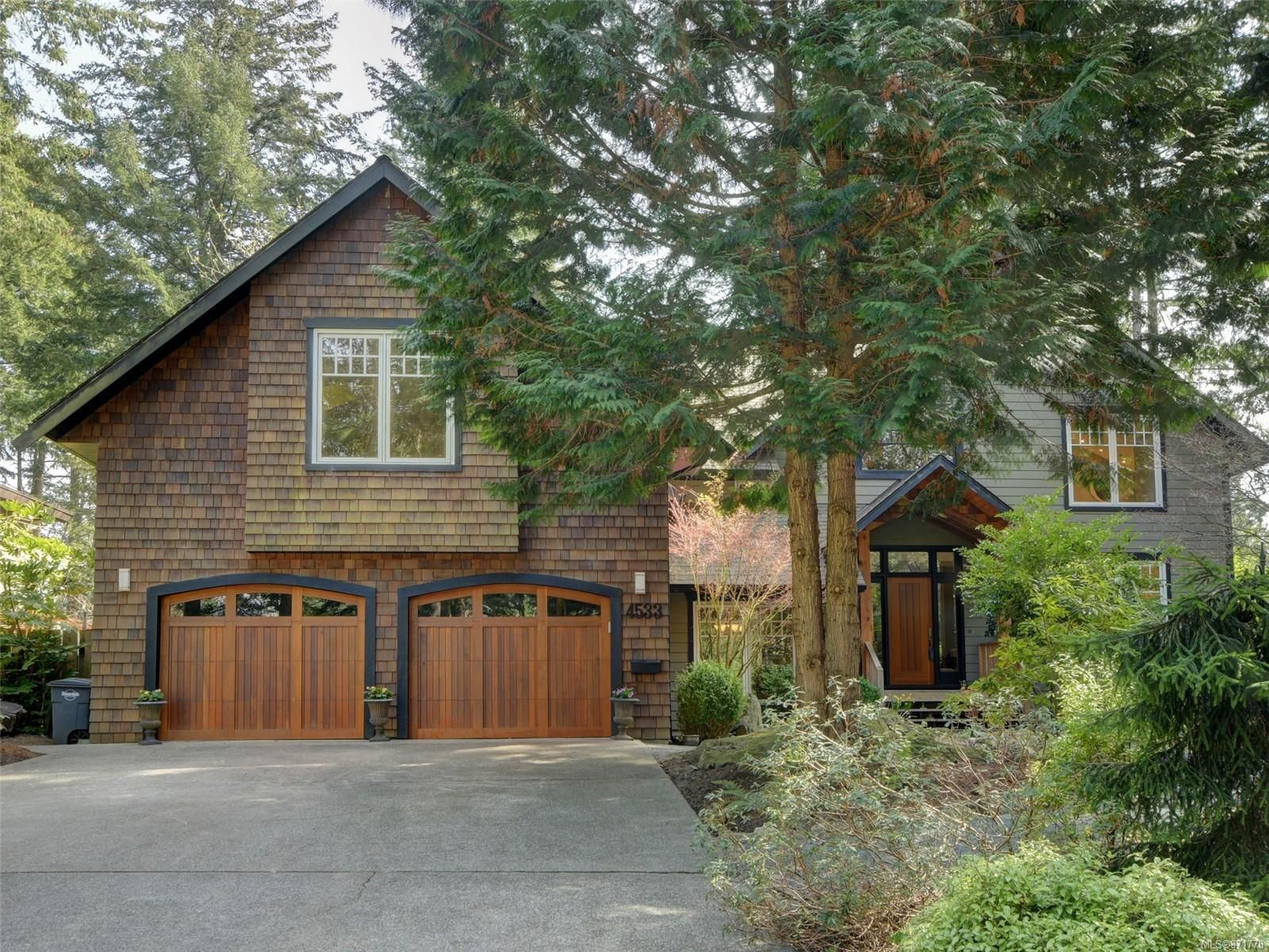 Main Photo: 4533 Rithetwood Dr in : SE Broadmead House for sale (Saanich East)  : MLS®# 871778
