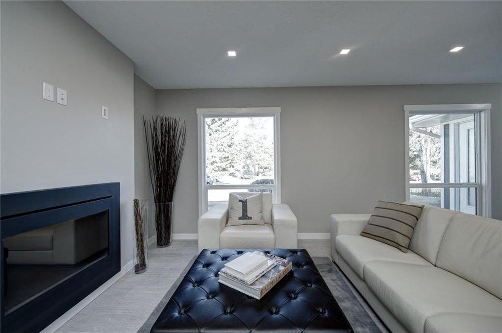 Photo 8: Photos: 210 OAKMOOR Place SW in Calgary: Oakridge House for sale : MLS®# C4111441