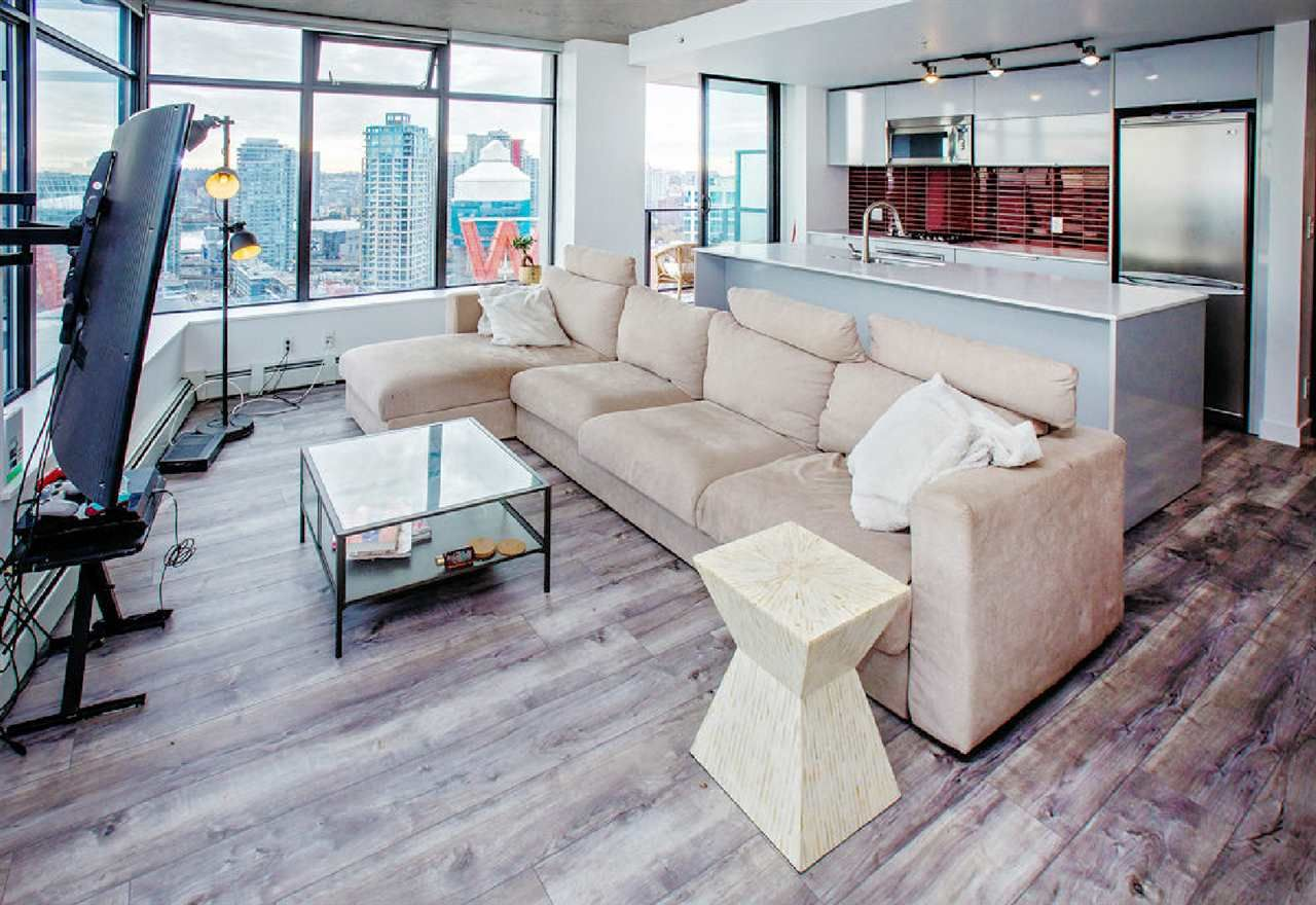 """Photo 2: Photos: 2404 108 W CORDOVA Street in Vancouver: Downtown VW Condo for sale in """"Woodwards"""" (Vancouver West)  : MLS®# R2419147"""