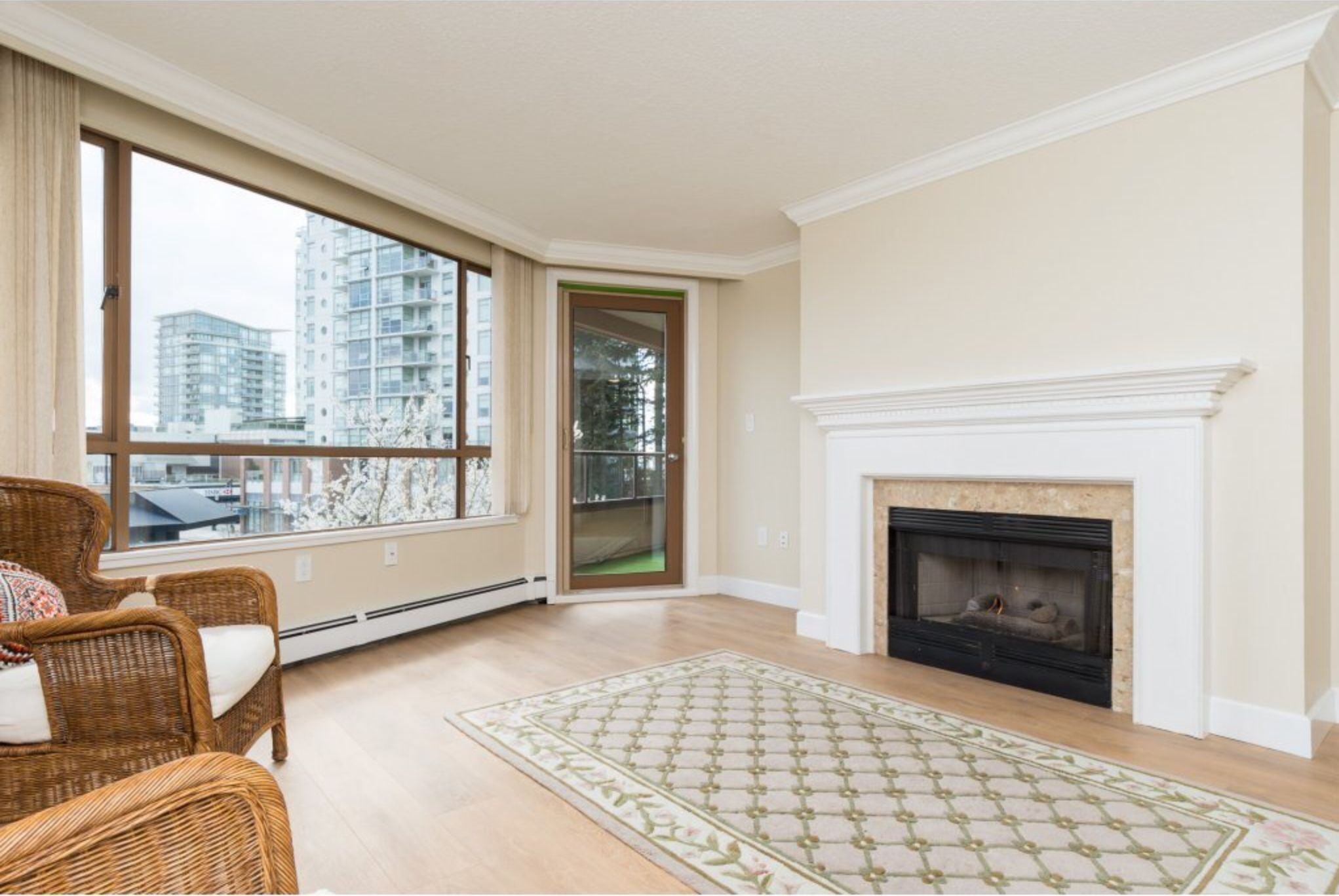 Photo 6: Photos: 410, 15111 Russell Avenue: White Rock Condo for sale (South Surrey White Rock)  : MLS®# R2152299