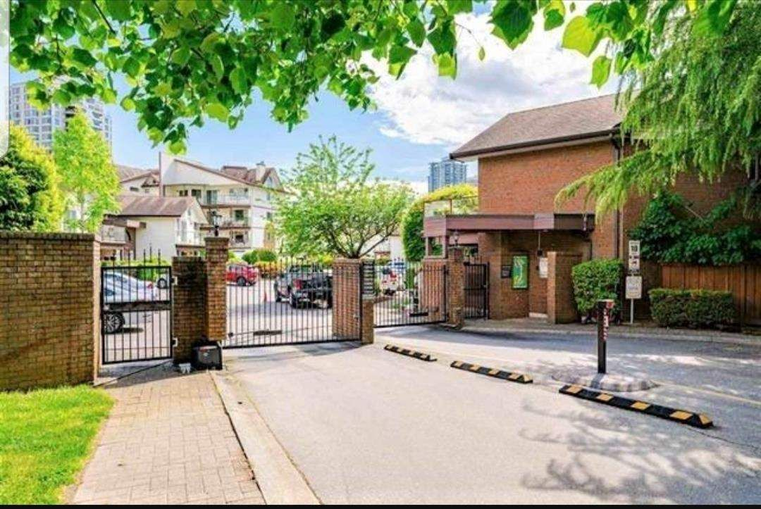 """Main Photo: 104 13888 102 Avenue in Surrey: Whalley Townhouse for sale in """"GLENDALE VILLAGE"""" (North Surrey)  : MLS®# R2590965"""