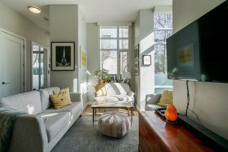 """Photo 4: 2 ATHLETES Way in Vancouver: False Creek Townhouse for sale in """"KAYAK-THE VILLAGE ON THE CREEK"""" (Vancouver West)  : MLS®# R2564490"""