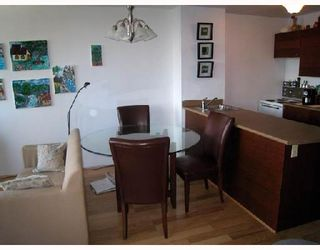 """Photo 5: 708 950 DRAKE Street in Vancouver: Downtown VW Condo for sale in """"ANCHOR POINT"""" (Vancouver West)  : MLS®# V661241"""