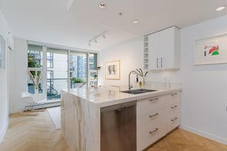 """Photo 14: 501 1708 COLUMBIA Street in Vancouver: False Creek Condo for sale in """"WALL CENTRE FALSE CREEK"""" (Vancouver West)  : MLS®# R2603692"""