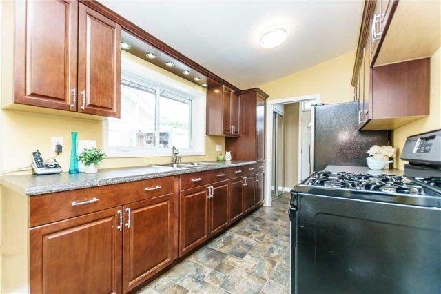 Photo 7: Photos: 140 Fenside Drive in Toronto: Parkwoods-Donalda House (Bungalow) for sale (Toronto C13)  : MLS®# C4189214