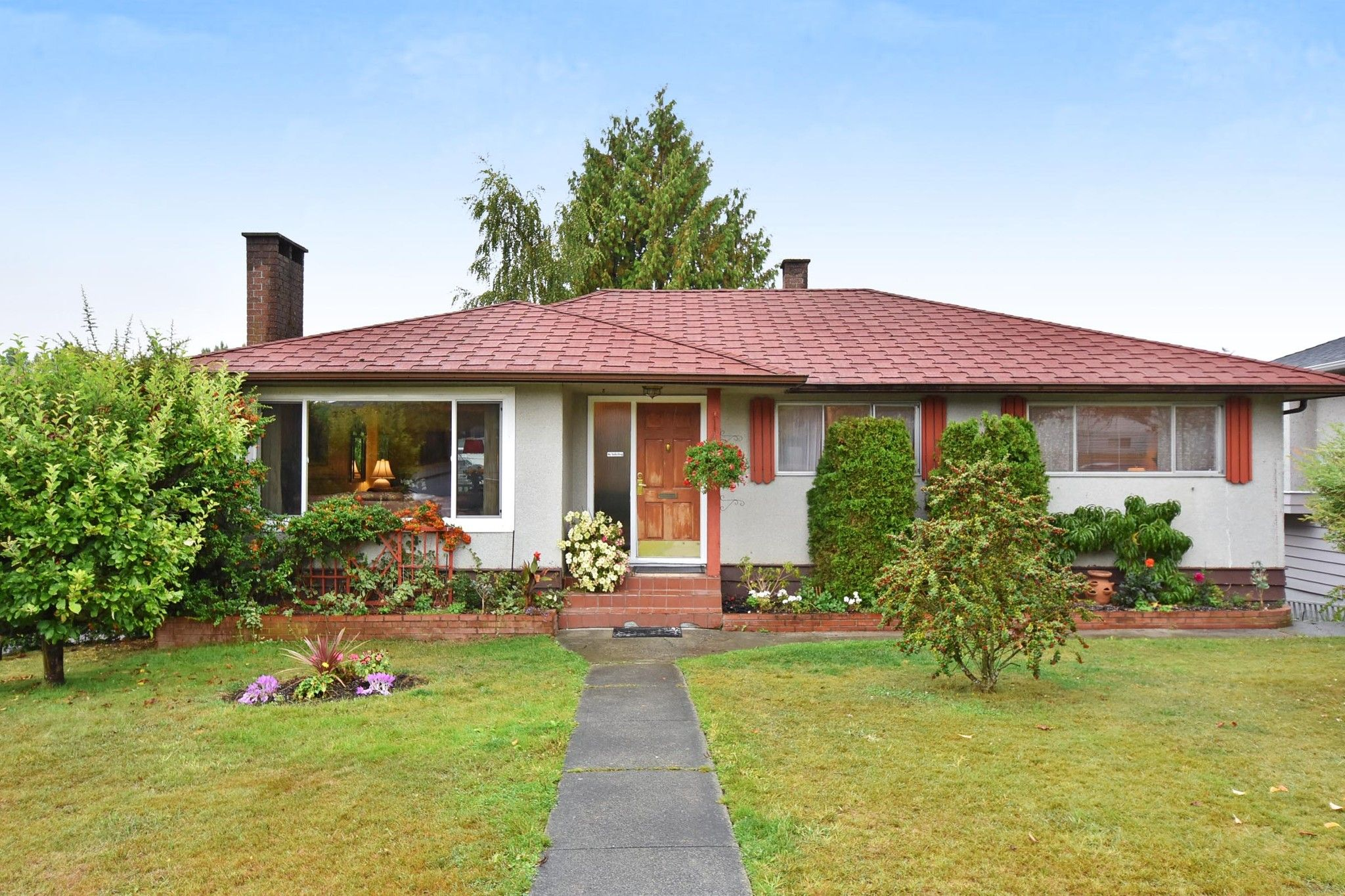 """Main Photo: 4785 FAIRLAWN Drive in Burnaby: Brentwood Park House for sale in """"Brentwood Park"""" (Burnaby North)  : MLS®# R2305657"""