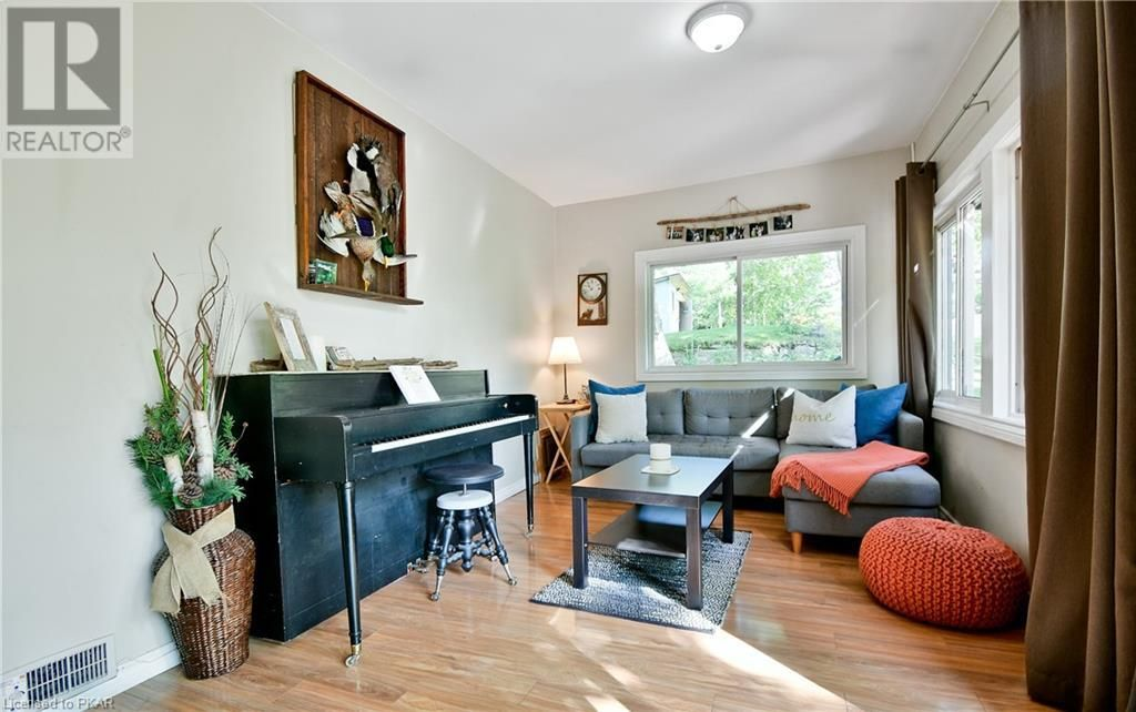 Main Photo: 149 HULL'S ROAD in North Kawartha Twp: House for sale : MLS®# 270482