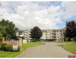 """Photo 1: 115 5710 201ST Street in Langley: Langley City Condo for sale in """"WHITE OAKS"""" : MLS®# F2722250"""