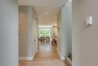 Photo 3: 1106 Braelyn Pl in Langford: La Olympic View House for sale : MLS®# 841107