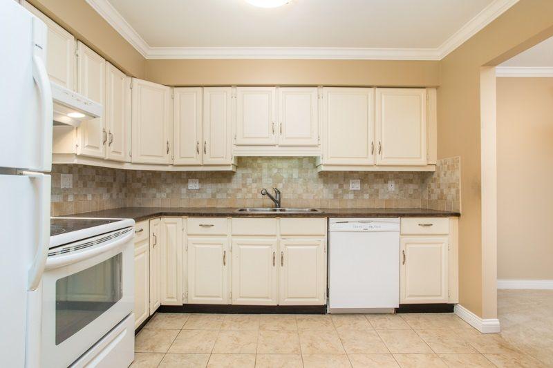"Photo 8: Photos: 309 1353 VIDAL Street: White Rock Condo for sale in ""SEA PARK WEST"" (South Surrey White Rock)  : MLS®# R2516122"