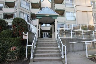 """Photo 2: 404 509 CARNARVON Street in New Westminster: Downtown NW Condo for sale in """"HILLSIDE PLACE"""" : MLS®# R2226244"""
