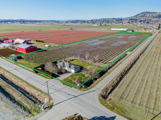 Photo 2: 35563 Vye Road in Abbotsford: Poplar House for sale : MLS®# R2428010