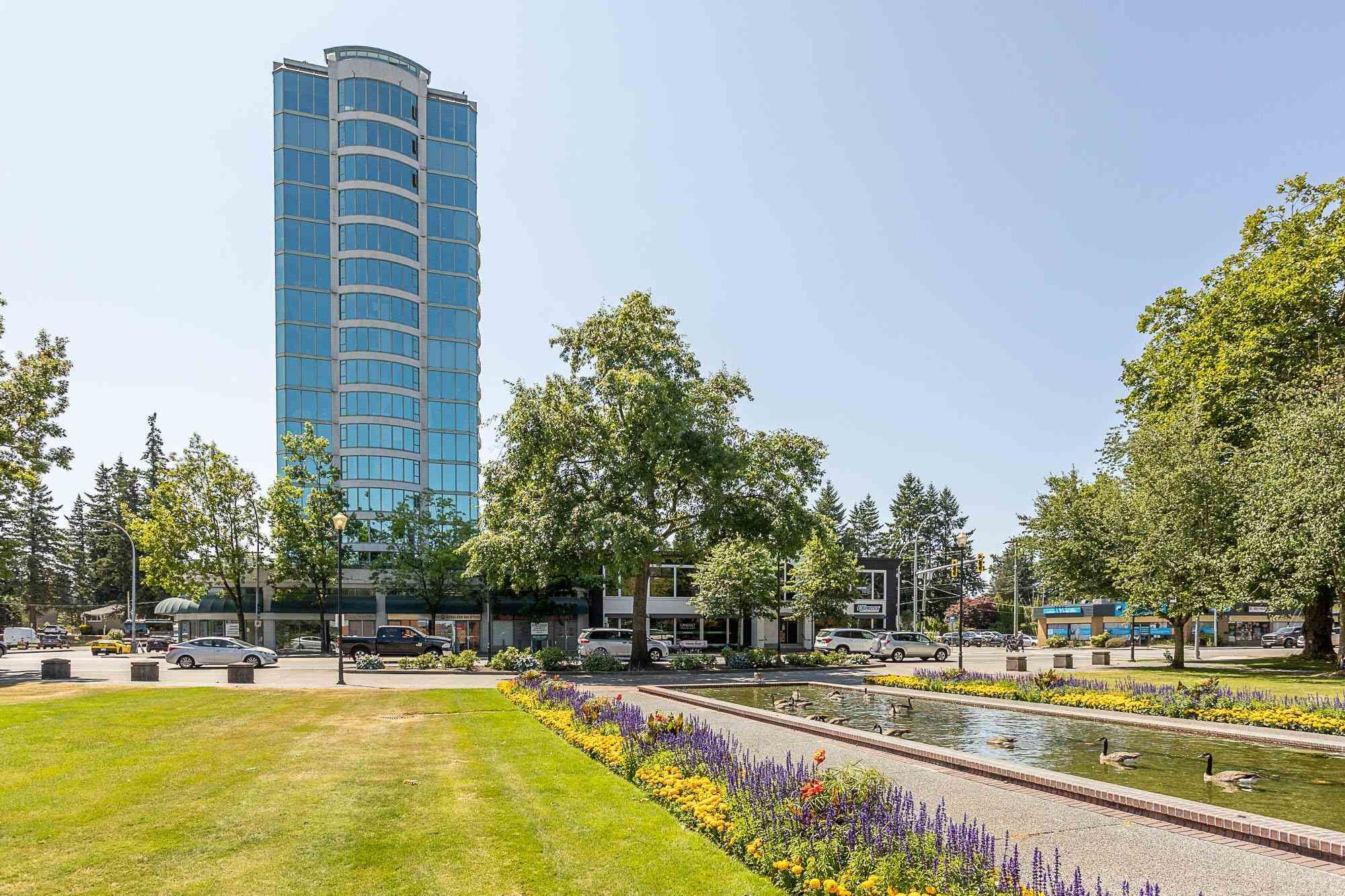 """Main Photo: 404 32330 SOUTH FRASER Way in Abbotsford: Central Abbotsford Condo for sale in """"Town Centre Tower"""" : MLS®# R2605342"""