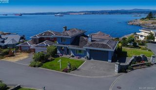 Photo 1: 9 300 Plaskett Pl in VICTORIA: Es Saxe Point House for sale (Esquimalt)  : MLS®# 784553