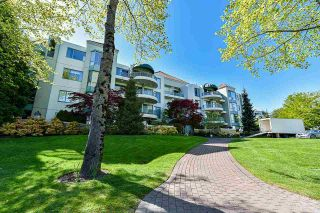 """Photo 3: 203 1705 MARTIN Drive in Surrey: Sunnyside Park Surrey Condo for sale in """"Southwynd"""" (South Surrey White Rock)  : MLS®# R2576884"""