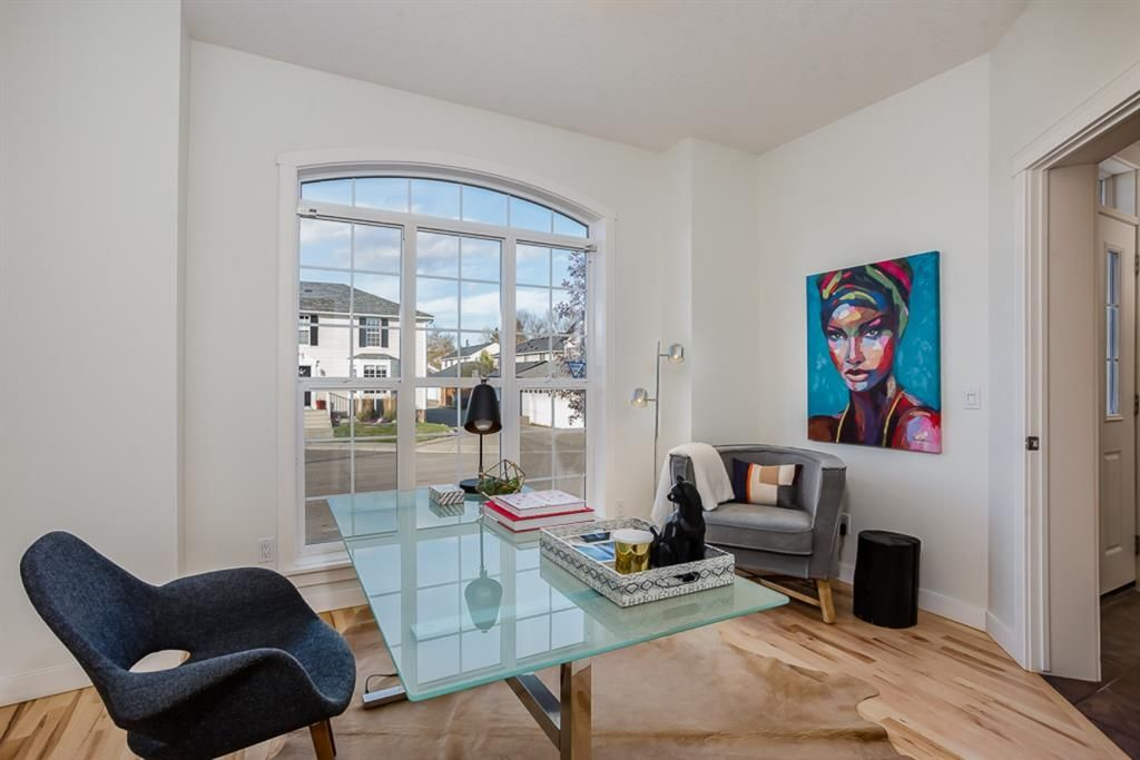 Photo 14: Photos: 219 Somme Manor SW in Calgary: Garrison Woods Detached for sale : MLS®# A1041747