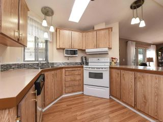 Photo 6: 18 1240 WILKINSON ROAD in COMOX: CV Comox Peninsula Manufactured Home for sale (Comox Valley)  : MLS®# 780089