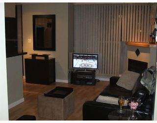 Photo 2: 703 928 RICHARDS Street in Vancouver: Downtown VW Condo for sale (Vancouver West)  : MLS®# V683098