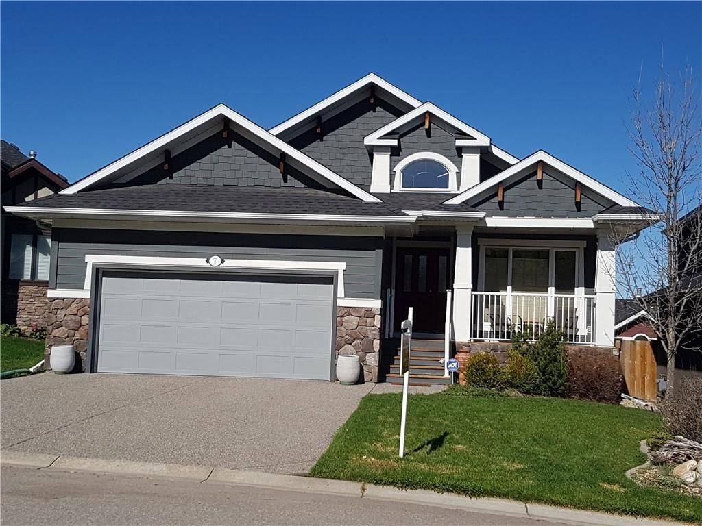 Main Photo: 7 CRESTRIDGE Point SW in Calgary: Crestmont Detached for sale : MLS®# C4306010