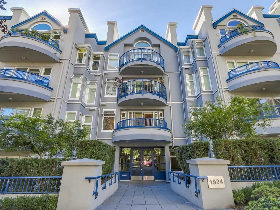 """Main Photo: 207 1924 COMOX Street in Vancouver: West End VW Condo for sale in """"WINDGATE BY THE PARK"""" (Vancouver West)  : MLS®# R2109767"""