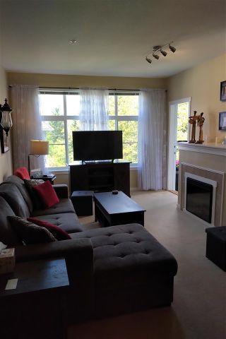 Photo 1: 304 15299 17A AVENUE in Surrey: King George Corridor Condo for sale (South Surrey White Rock)  : MLS®# R2576776