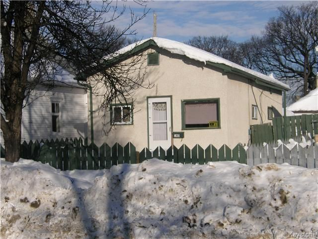 Main Photo: 643 Redwood Avenue in Winnipeg: Residential for sale (4A)  : MLS®# 1911571