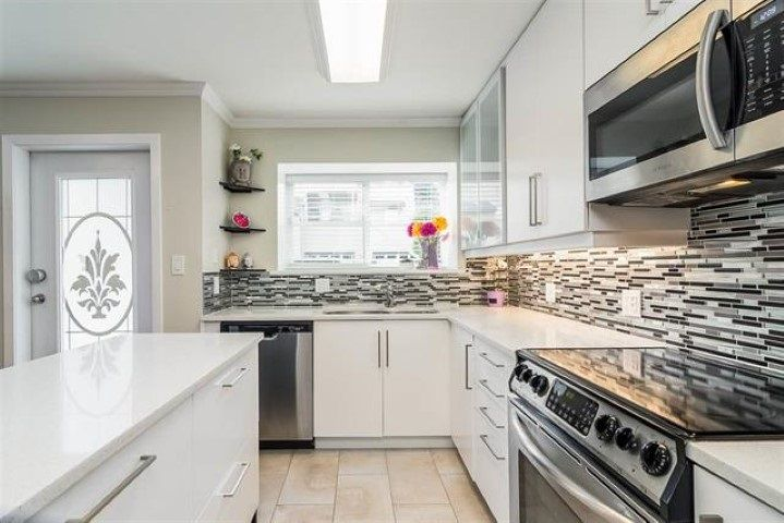 """Main Photo: 33 12449 191 Street in Pitt Meadows: Mid Meadows Townhouse for sale in """"Windsor Crossing"""" : MLS®# R2352302"""