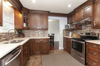 """Photo 9: 5811 ANGUS Place in Surrey: Cloverdale BC House for sale in """"Jersey Hills"""" (Cloverdale)  : MLS®# R2326051"""