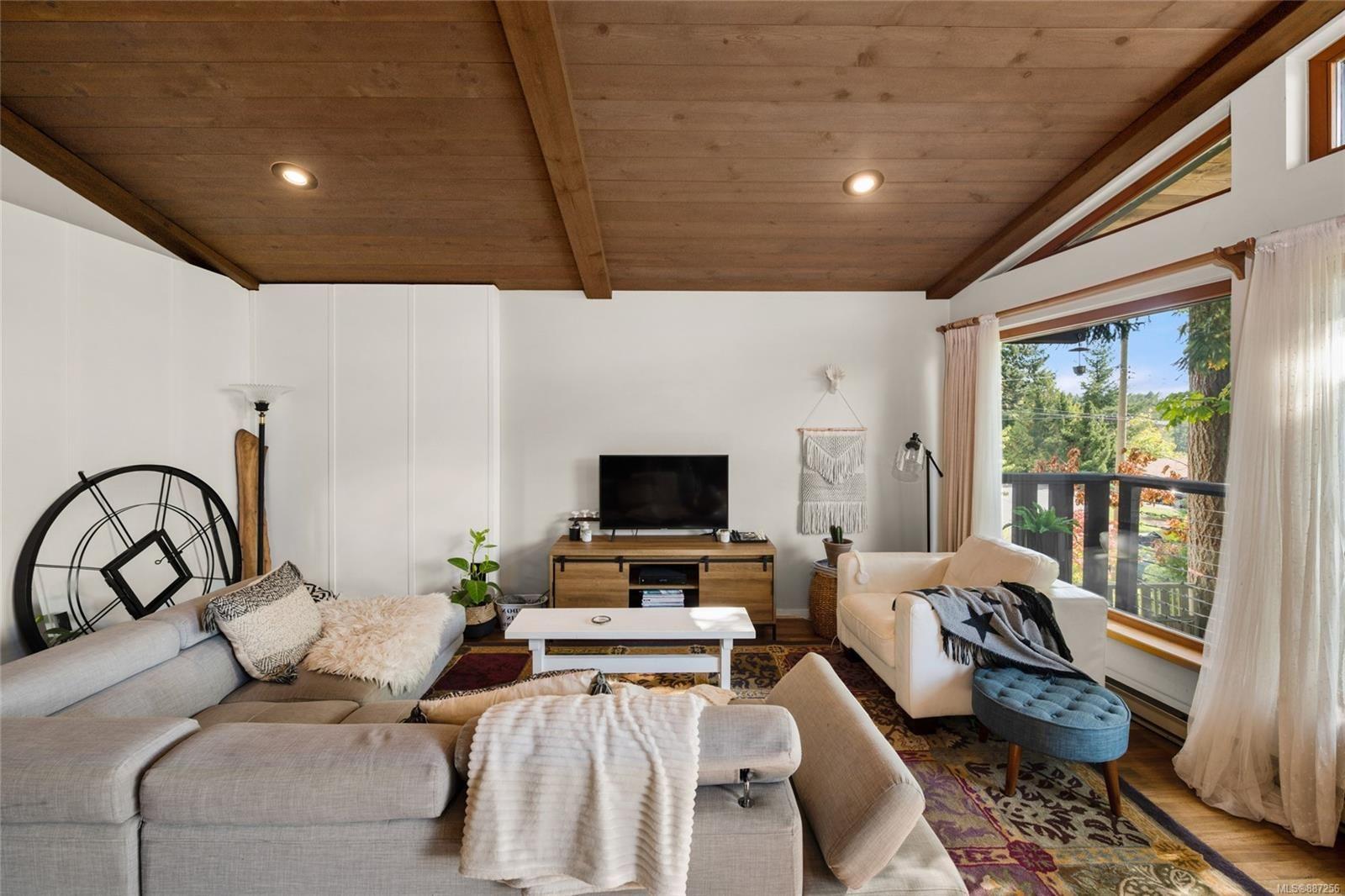 Main Photo: 1819 Deborah Dr in : Du East Duncan House for sale (Duncan)  : MLS®# 887256