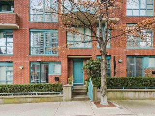 """Main Photo: 933 HOMER Street in Vancouver: Yaletown Townhouse for sale in """"THE PINNACLE"""" (Vancouver West)  : MLS®# R2562224"""