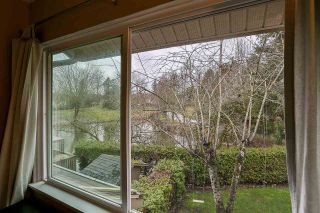 """Photo 12: 6187 E GREENSIDE Drive in Surrey: Cloverdale BC Townhouse for sale in """"Greenside Estates"""" (Cloverdale)  : MLS®# R2237894"""