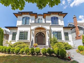 Photo 1: 1609 DUBLIN Street in New Westminster: West End NW House for sale : MLS®# R2613461