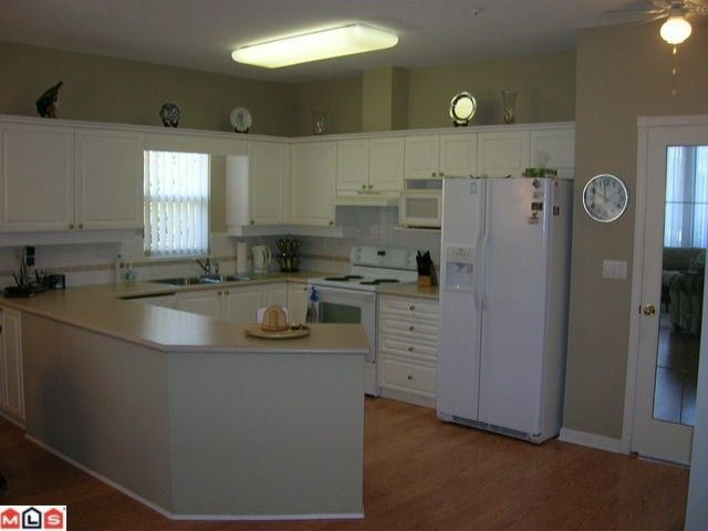 """Photo 4: Photos: 16 9025 216TH Street in Langley: Walnut Grove Townhouse for sale in """"COVENTRY WOODS"""" : MLS®# F1006312"""