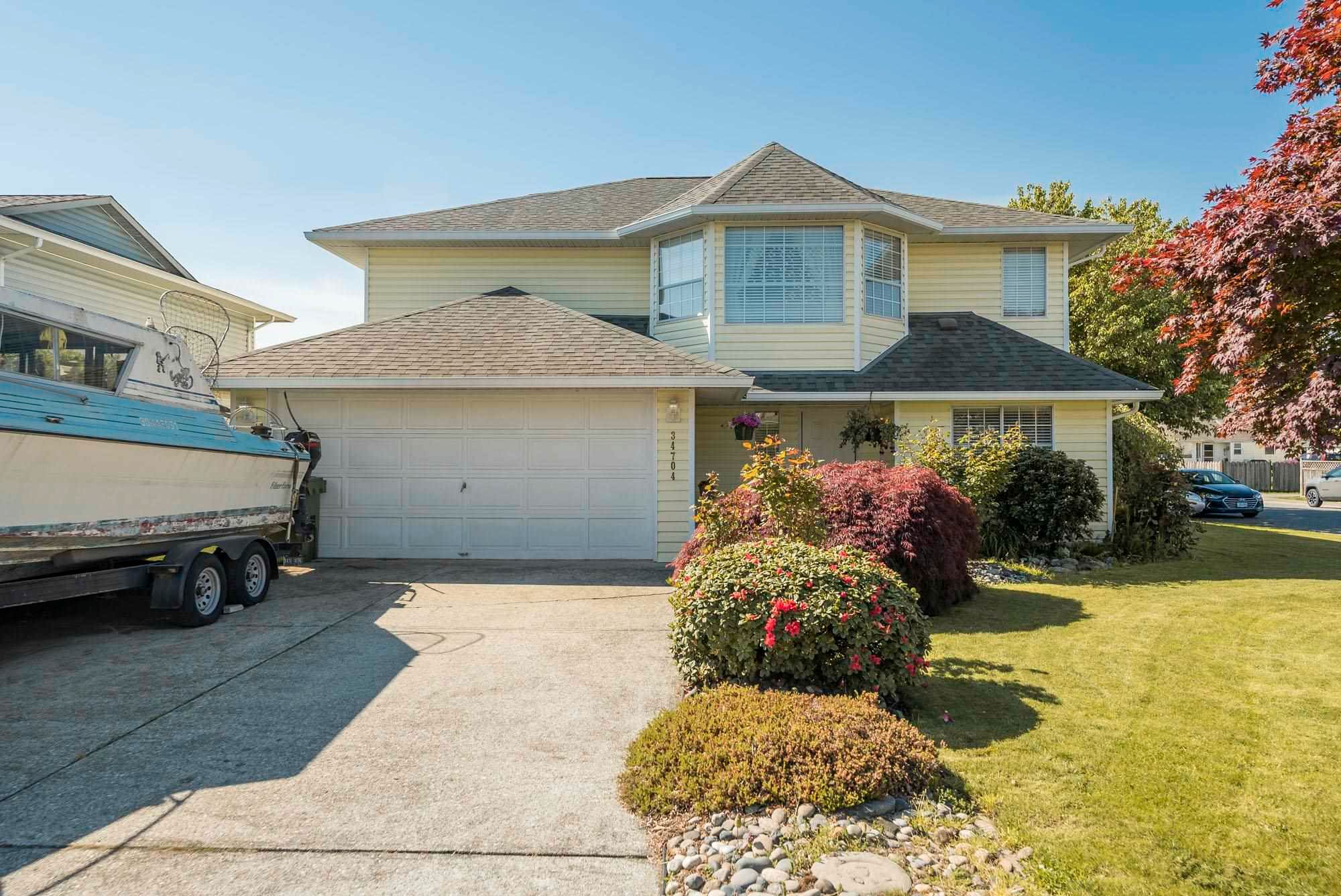 Main Photo: 34704 5 Avenue in Abbotsford: Poplar House for sale : MLS®# R2596492