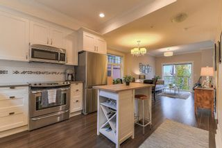 "Photo 5: 206 828 ROYAL Avenue in New Westminster: Downtown NW Townhouse for sale in ""BRICKSTONE WALK"" : MLS®# R2222014"