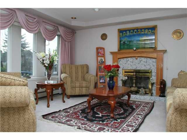 """Photo 6: Photos: 8557 11TH Avenue in Burnaby: The Crest House for sale in """"CARIBOO-CUMBERLAND"""" (Burnaby East)  : MLS®# V885657"""