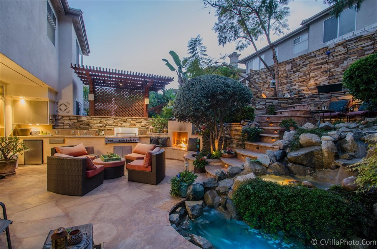 Main Photo: CARMEL VALLEY Twin-home for sale : 4 bedrooms : 4680 Da Vinci Street in San Diego