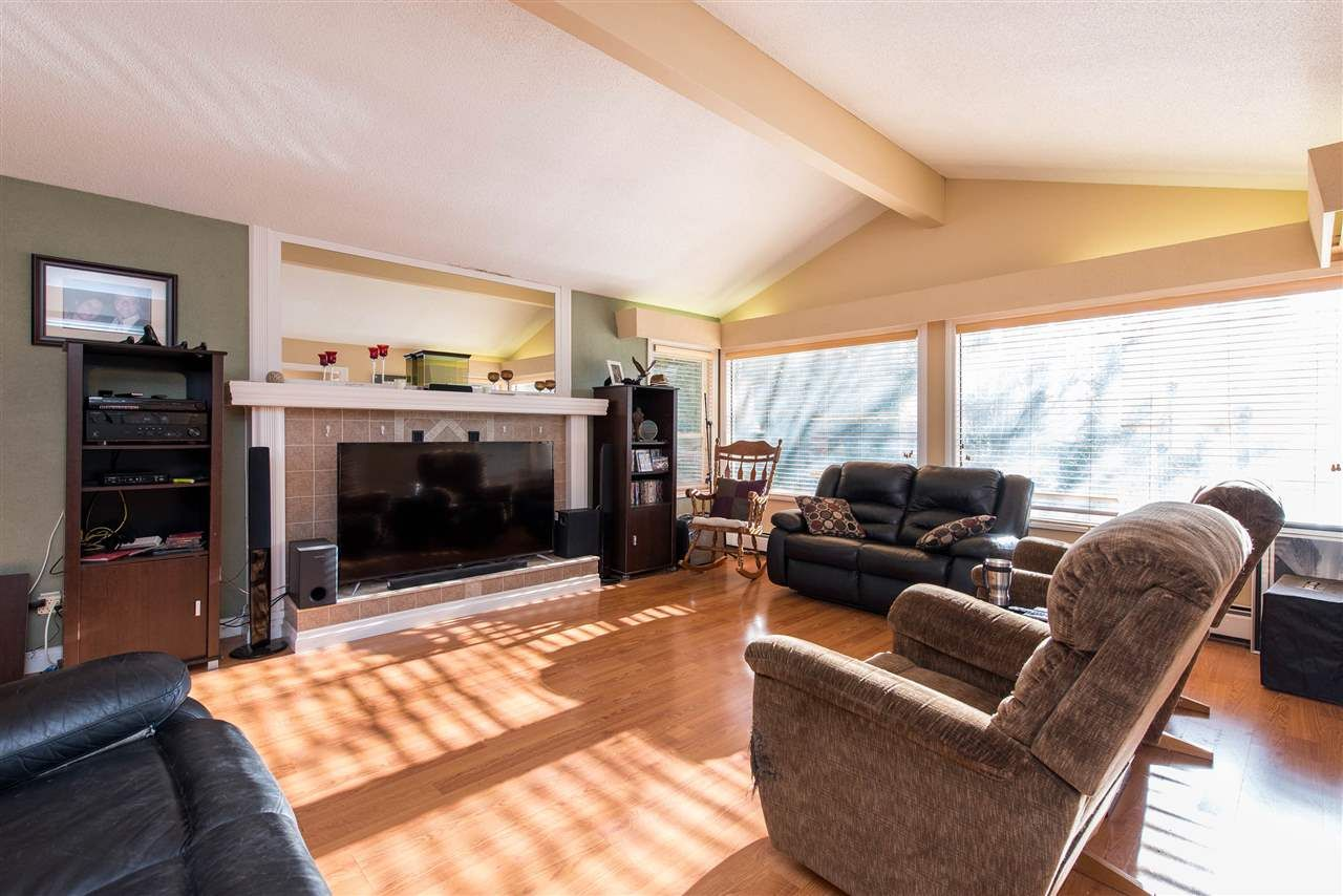 Photo 5: Photos: 2584 SUNNYSIDE Crescent in Abbotsford: Abbotsford West House for sale : MLS®# R2551772