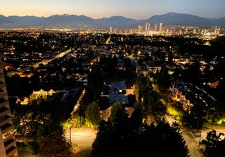 """Main Photo: 2104 5645 BARKER Avenue in Burnaby: Central Park BS Condo for sale in """"Central Park Place"""" (Burnaby South)  : MLS®# R2612585"""